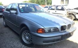 BMW E39 (1995-2003) 520i M52B20 BONTOTT ALKATRÉSZEK