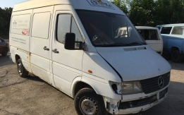 MERCEDES-BENZ SPRINTER (1995-2002) 208D